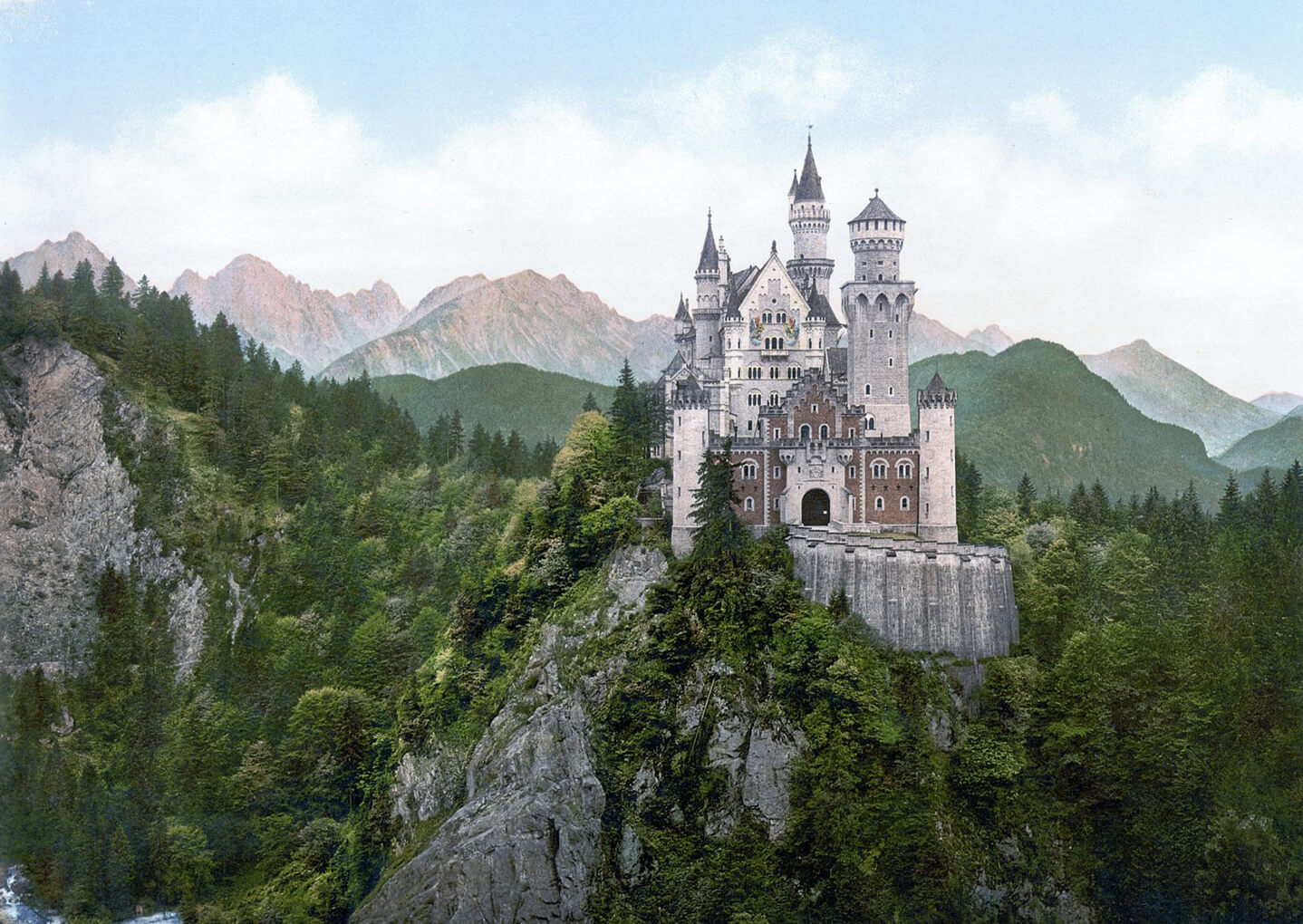 1,5 Million tourists from all over the world visit the Neuschwanstein Castle every year.